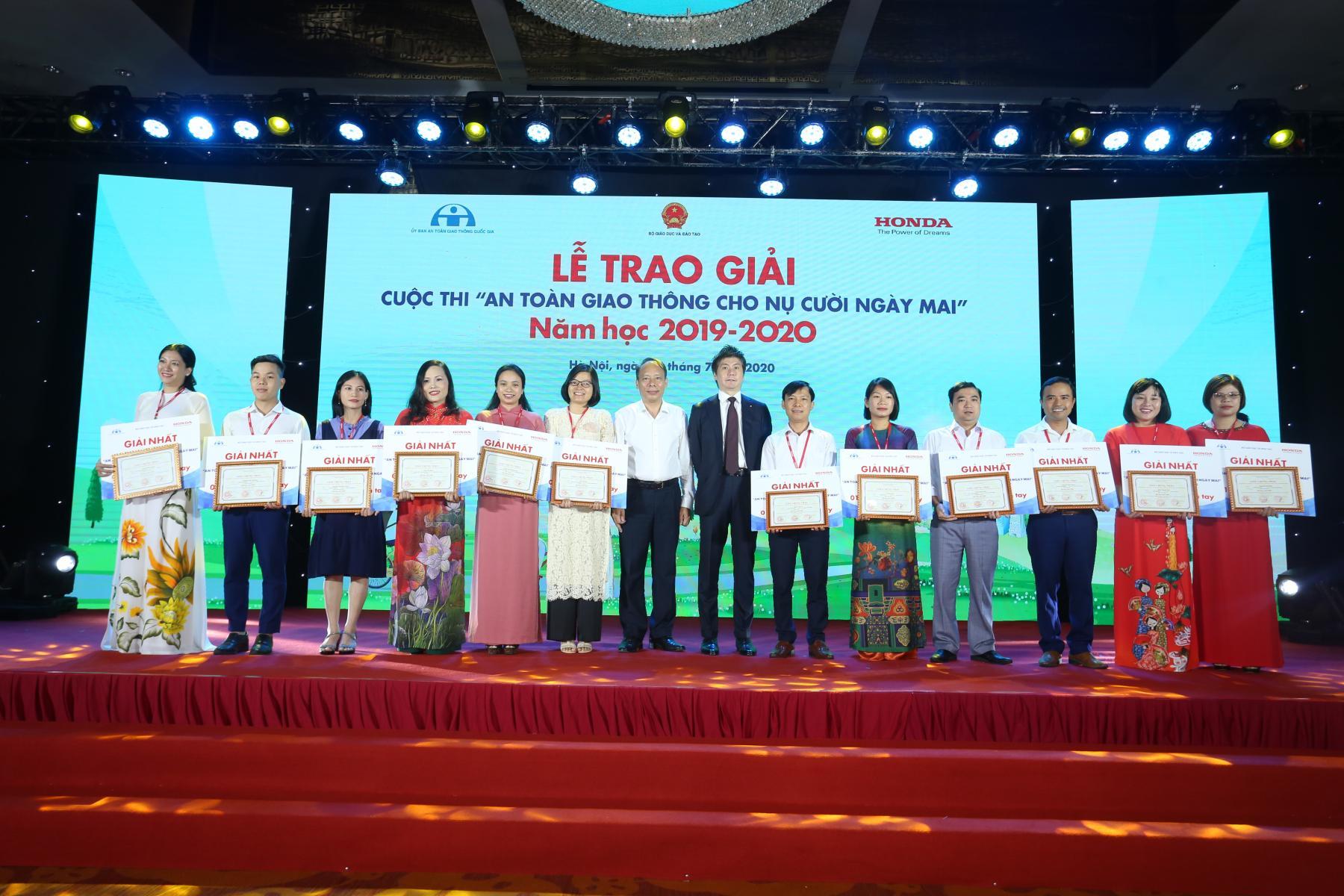 """Lễ trao giải Cuộc thi """"An toàn giao thông cho nụ cười ngày mai"""" năm học 2019-2020"""