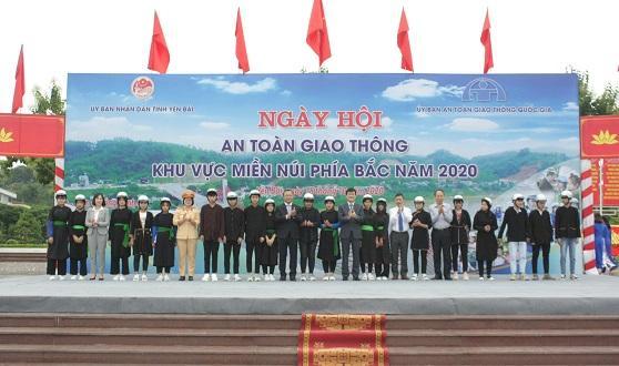 Honda Việt Nam trao tặng 1.000 mũ bảo hiểm cho tỉnh Yên Bái trong ngày hội ATGT khu vực miền núi phía Bắc