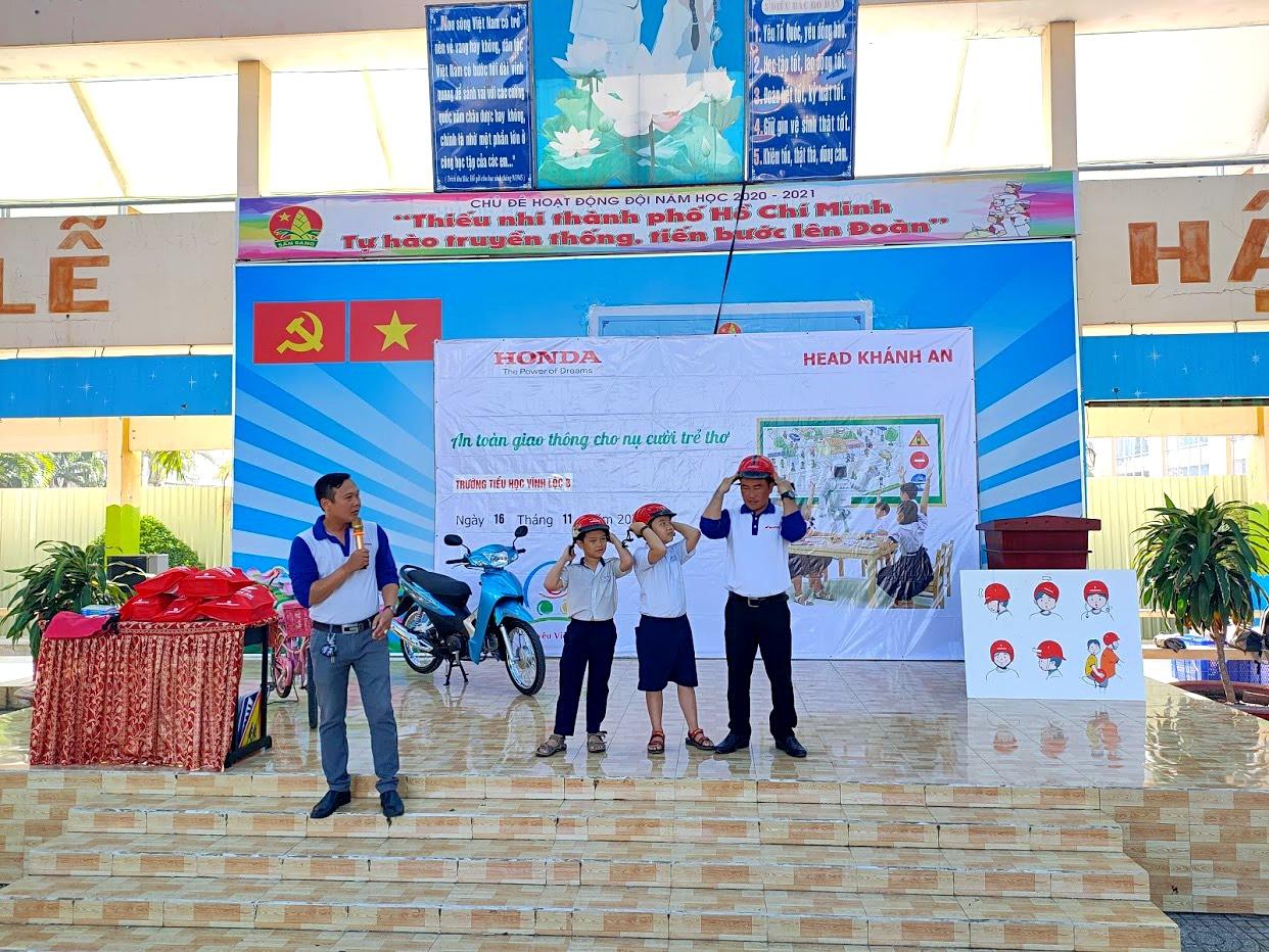 """Chương trình """"An toàn giao thông cho nụ cười trẻ thơ"""" tại trường Tiểu Học Vĩnh Lộc B"""